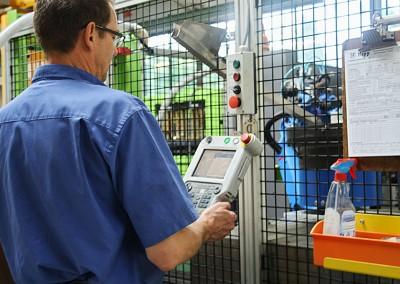 Mitarbeiter bei der Produktionskontrolle